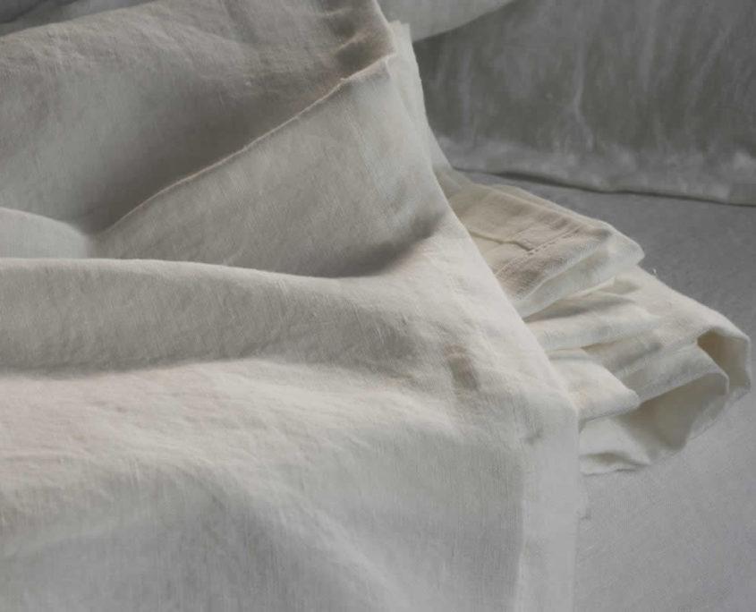 set lenzuola in lino stropicciato bianco camera da letto