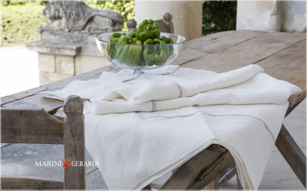 Elegante Tischdecken aus Naturleinen Weiß Melissano