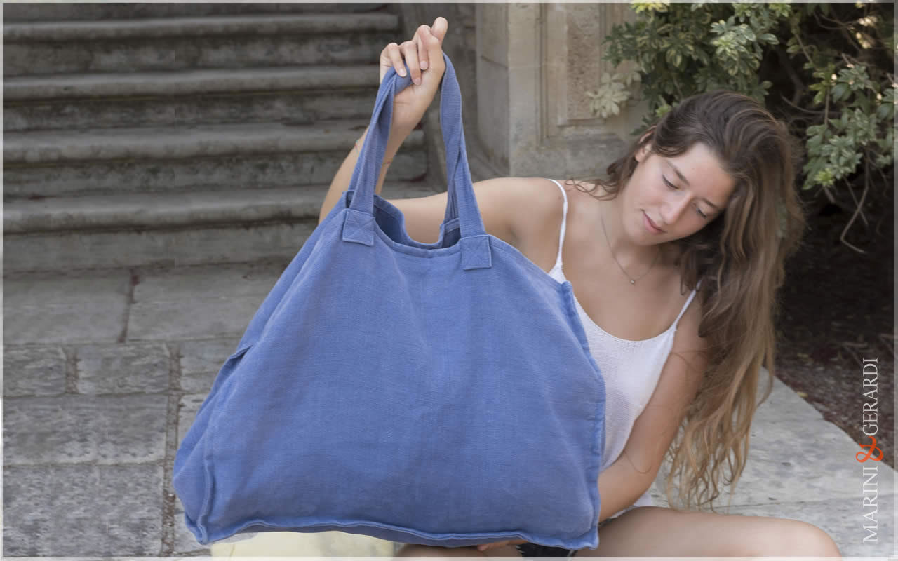 Italian Daily Handbag In Stonewashed Yute Soify Bluette